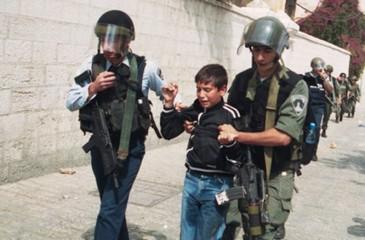هيئة الأسرى توثق شهادات قاسية لأسرى وأطفال نُكل بهم خلال عملية اعتقالهم