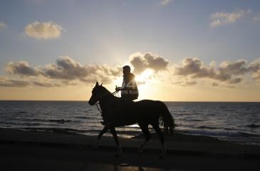 شاهد: شاطئ غزة مساءا