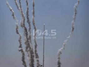 (فيديو) القسام توجه ضربة صاروخية هي الأكبر حتى الآن لاسدود وعسقلان