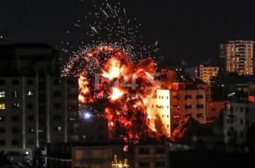 غارات إسرائيلية على مواقع في غزة فجراً