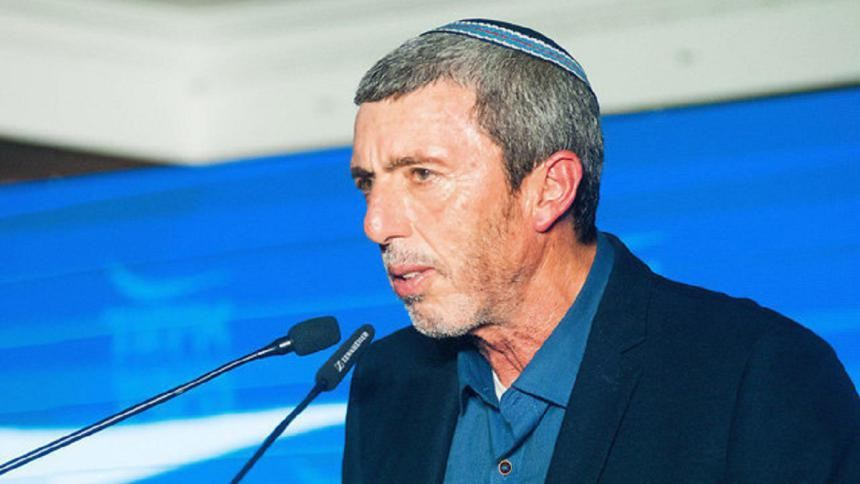 زعيم البيت اليهودي يدعو لمنع إدخال الأموال القطرية دون إعادة الجنود