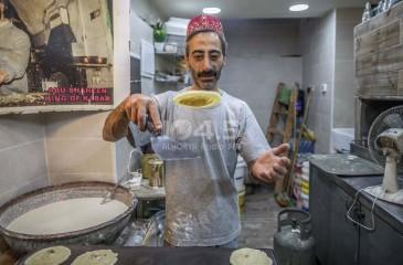 القدس - عائله شاهين تصنع القطايف منذ اكثر من خمسين عاماً في سوق اللحامين بالبلدة القديمة .