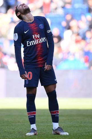 إيقاف نيمار ثلاث مباريات لاشتباكه مع أحد المشجعين في نهائي كأس فرنسا