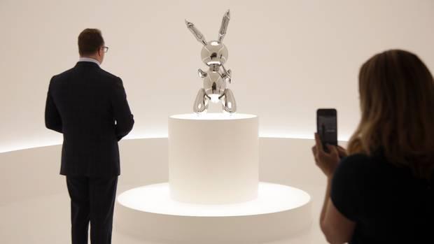 """بيع تمثال """"أرنب"""" مقابل 91.1 مليون دولار في نيويورك"""