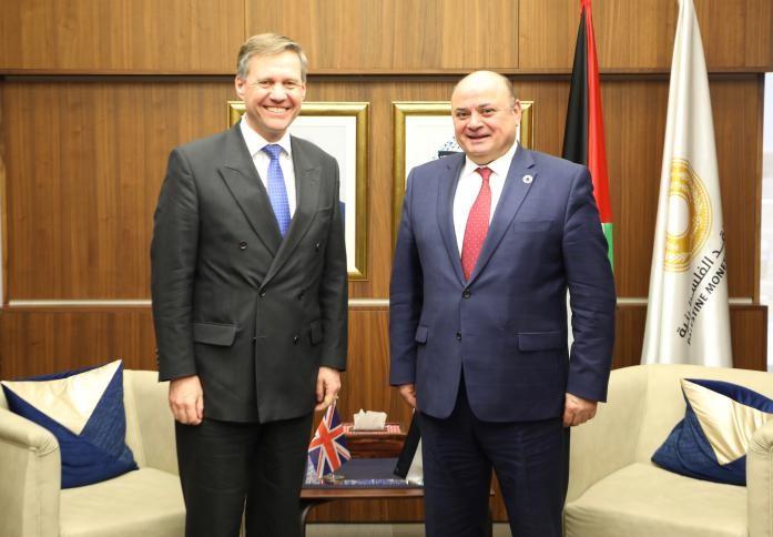 محافظ سلطة النقد يلتقي القنصل البريطاني العام