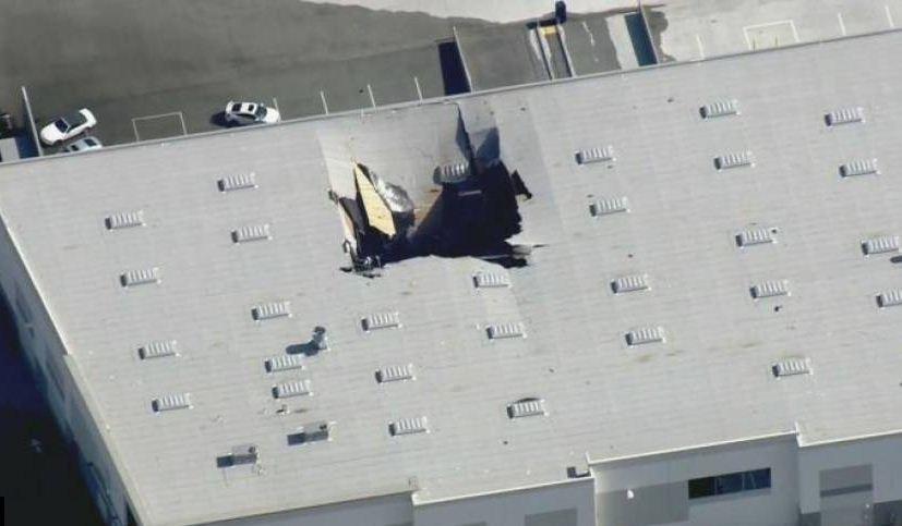 سقوط طائرة إف-16 فوق مبنى في كاليفورنيا الأمريكية