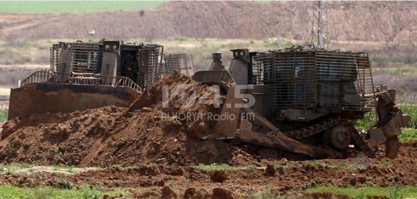 جيش الاحتلال يبدأ وضع سواتر ترابية شمال القطاع خشية الصواريخ الموجهة