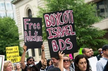 """الجالية الفلسطينية وحركة الـ""""BDS""""تفشلان ندوة إقتصادية تطبيعية في مدريد"""