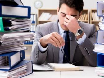 """كيف تتجنب الإصابة بـ """"الاحتراق النفسي"""" بسبب العمل؟"""
