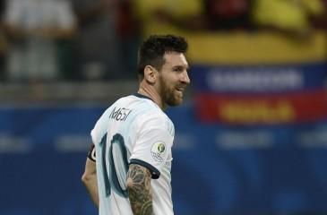 """الأرجنتين ثالثة """"كوبا أميركا"""" رغم طرد ميسي"""
