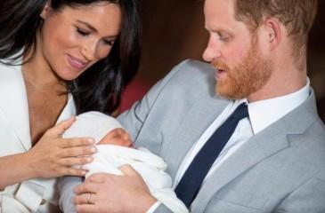 تعميد الطفل الملكي أرتشي في مراسم خاصة بقصر ويندسور