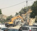 قوات الاحتلال تهدم خيمة على أنقاض منزل في بيت أمر