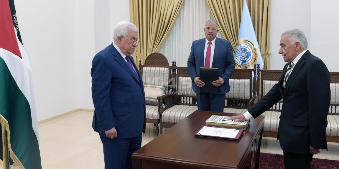 عيسى ابو شرار يؤدي اليمين القانوني امام الرئيس محمود عباس