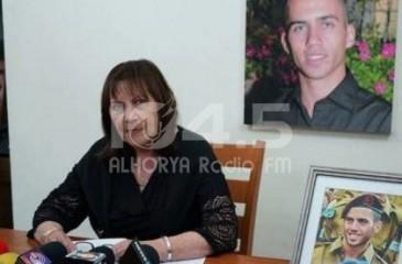 """والدة جندي إسرائيلي أسير لدى المقاومة في غزة : """"هو حيّ"""""""