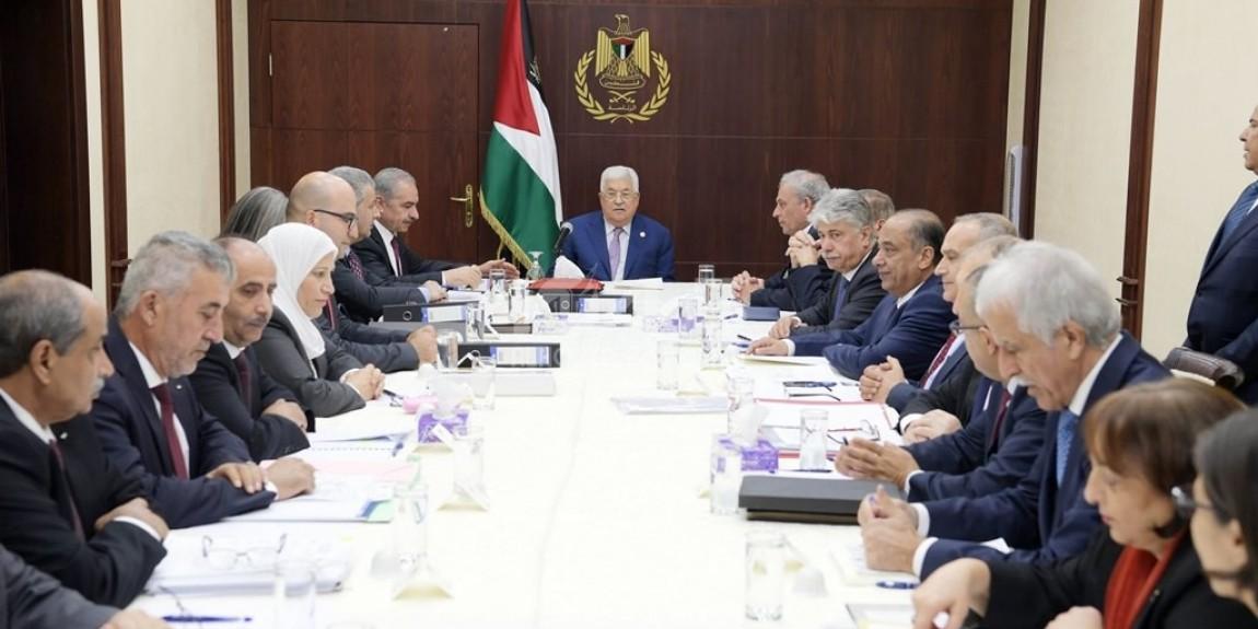 الرئيس محمود عباس، يترأس اجتماعا لمجلس الوزراء في مقر الرئاسة