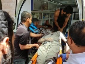 صور: 3 شهداء وعدد من الإصابات جراء استهداف شقة سكنية بحي الرمال وسط غزة
