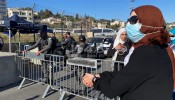 تواصل الانتهاكات: إصابات واعتقالات وقمع وقفة في الشيخ جراح وإجبار مواطن على هدم منزله