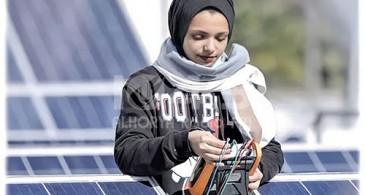 غزة: فتاة تشارك بمسابقة دولية لأفضل مشروع طاقة شمسية