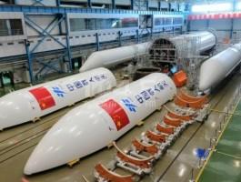 رواد فضاء صينيون يصلون إلى محطة الفضاء