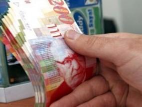 الاحتلال يؤجل تنفيذ قرار الاستيلاء على رواتب الأسرى