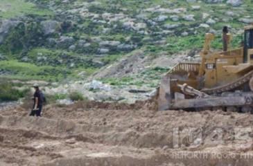 قوات الاحتلال تهدم بركة تجميع مياه بالخليل