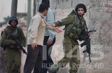 الاحتلال يعتقل 14 مواطنا ويهدم غرف سكنية ومنشأة صناعية في الضفة